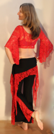 Tribal fusion stretch broek ZWART met ROOD kanten versiering en zij-splitten - One size 34, 36, 38, XS Extra Small, S Small, M Medium - BLACK Tribal fusion stretch pants, RED lace decorated, with side slits - Pantalon tribal ROUGE NOIR à la dentelle