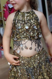 Glitter  Luxe Buikdanskostuum met muntjes meisjes 3-delig : topje, DIADEEM en ROKJE (4-8 jaar)  GOUD - ZILVER - 3-piece Girls Bellydance bellydance glitter costume  with SKIRT + top + tiara, GOLD, SILVER decorated