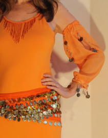 Baladi  / Saidi / Buikdans jurk ORANJE met GOUD met losse mouwtjes - ORANGE Baladi / Saidi / bellydance dress, GOLD decorated, with loose sleeves