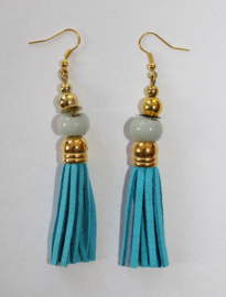 Oorbellen met kwastjes TURQUOISE met  glaskraal en GOUDEN accenten - Earrings with tassels, with TURQUOISE glass bead and GOLDEN accents