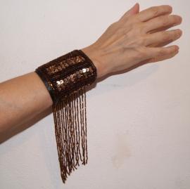 Polsband / armband met pailletten en kralenfranje DONKER BRUIN - one size - Arm cuff / wrist band fully sequinned with beaded fringe DARK BROWN
