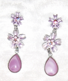 Setje van romantisch lila lichtpaars bloemenhalssnoer + bijpassende oorbellen - set of LOVELY romantic lilac flower necklace and matching earrings