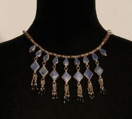 Tribal Fusion Kushi Halssnoer zilverkleurige kralen ingelegd met blauwe stenen - TrH4 - Cushi necklace with blue stones inlay