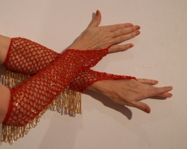 Handschoenen gehaakt ROOD met GOUDEN kraaltjes  -H2g one size - 1 pair of RED bellydance-gloves, crocheted/knitted with GOLDEN beads. Glittering