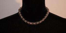 Kort halssnoer met ZILVER kleurige kralen - Halssnoer6 / Necklace6 - Short Necklace with SILVER colored beads