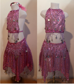 Glitter Buikdanskostuum met muntjes meisjes 3-delig : topje, HOOFDBANDJE en ROKJE (4-8 jaar)  ROZE ROSE - ZILVER - 3-piece Girls Bellydance bellydance glitter costume  PINK, SILVER decorated