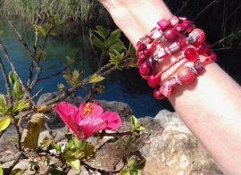 Spiraal armband Ibiza stijl ROOD TINTEN, ZILVER kleur  - Spiral Beaded bracelet Ibiza fashion style SHADES OF RED, SILVER color