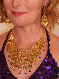 GOUD kleurige Muntjes en belletjes halssnoer + oorbellen setje - Set of GOLD colored necklace + pair of matching earrings with coins and bells - Collier et boucles d'oreilles aux sequins