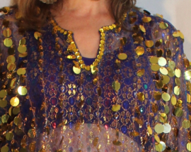 Saidi jurk BLAUW transparant kant met multicolor tekening rijen GOUDEN pailletjes +GOUDEN Saidi oorbellen cadeau  - M, L, XL, XXL, XXXL - Saidi dress BLUE transparent lace with multicolor thread and rows of GOLDEN sequins + FREE Saidi earrings !