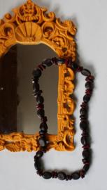 Natuur Halssnoer gemaakt van zaden BRUIN DONKERROOD - Naturel Necklace made of seeds BROWN DEEP RED