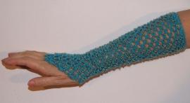 1 Handschoen gehaakt TURQUOISE met GOUDEN kraaltjes - H5-g - 1 glove / armcuff TURQUOISE, GOLDEN beads decorated