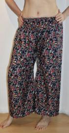 Luchtige, losse zomerse bloemetjes broek MARINE BLAUW ROOD WHITE met wijde pijpen - 36/38/40- Flowered, wide legged  NAVY BLUE RED WHITE pants