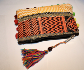 Lichtgewicht patchwork Boho hippie chic India uniek tasje met ritsje, kwast en pomponnetjes  - nr1 t/m 5 - MULTICOLORED, one of a kind Bohemian hippy chic patchwork pouch, ponpon rimmed