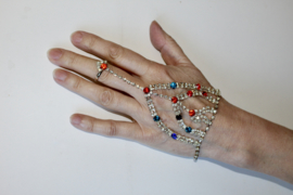 Handsieraad strass met RODE en BLAUWE steentjes - one size adaptable ring - Hand jewel diamond strass diamanté, RED and BLUE stones decorated