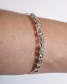 Open armband met Strass steentjes ZILVER kleurig - one size adaptable - Open bracelet with glitter stones SILVER color