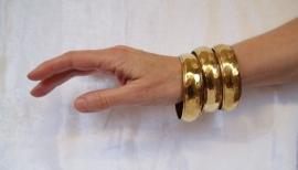 Gipsy Armband goudkleurig 2 cm breed - diameter 6,7 cm - Gypsy bracelet gold color 2 cm