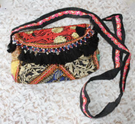 Unieke Boho hippie chic handtas patchwork kwastjes rits drukknoop ZWART ROOD GOUD INDIGO - 23cm x 13 cm x 6cm - One of a kind Bohemian hippy chic purse patchwork BLACK  RED GOLD INDIGO