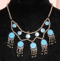Halssnoer zilverkleur ingelegd met TURQUOISE Turks BLAUWE stenen ingelegd - Tribal necklace SILVER colored beads with TURQUOISE stones  inlay