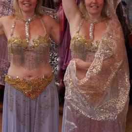 Kompleet 7-delig buikdanskostuum ZILVER GOUD met pailletten en kralen - 7-piece bellydance costume SILVER GOLD fully sequinned with beaded fringe