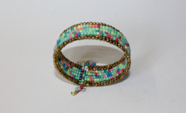 Armband Ibiza hippie chic met mix kleuren kraaltjes TURQUOISE GROEN GOUD BLAUW ROOD ZALMORANJE ROZE - Ibiza hippy chick beaded bracelet with color mix TURQUOISE GREEN GOLD BLUE RED SALMON-ORANGE PINK