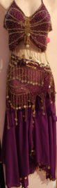 3-delig Haremsetje met kraaltjes en muntjes versiering PAARS GOUD : vlinder top + gordel + hoofdbandje - one size - 3-piece PURPLE GOLD Harem costume, beads and coins decorated : butterfly top + hipscarf + headband