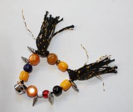 """""""Voel en Geluids"""" Armband nr1 met verschillende soorten grote kralen, hartje,  kwasten en  belletje, elastisch - one size - Elastic big beads bracelet to """"touch and listen nr1"""""""