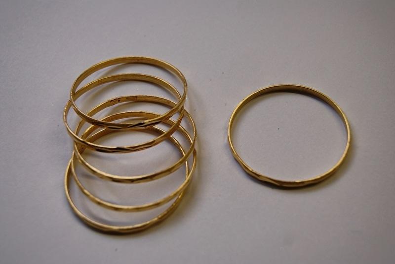 Prinsessen Armbanden voor kleine meisjes GOUD kleurig per 3 stuks, diameter 4 cm - 3 Princess bracelets for young girls GOLD color diameter 4 cm