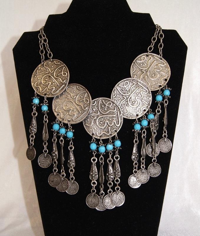 Bohemian hippie chic Halssnoer faraonisch ZILVER kleurig met TURQUOISE BLAUW met 5 zilveren schijven en muntjes - farao12 - Boho hippy chick, Pharaonic necklace SILVER TURQUOISE BLUE with 5 silver discs and coins