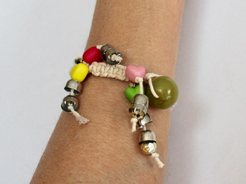 "Boho Ibiza Armbandje ROOD, BLAUW, GROEN, ROZE, GEEL, macramé met hartjes ""The Naturals armbandje""- Bohemian Ibiza ""The Naturals Bracelet"" RED, BLUE, GREEN, PINK, YELLOW, macrame with hearts"