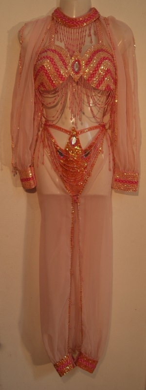 Burlesque Haremkostuum licht ROSE ROZE, GOUD :  opengewerkte harembroek + pailletten BH met mouwtjes + pailletten halssnoer - 38/40 Medium/Large - Harem costume SOFT PINK - GOLD : harempants + fully sequinned bra with chiffon sleeves + sequinned necklace