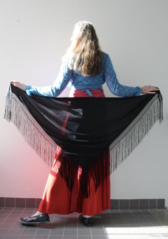 Buikdans flamenco oriental manton franje driehoekige sjaal ZWART - Triangular manton flamenco oriental bellydance scarf, fringe rimmed BLACK