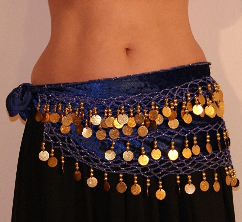 Buikdansgordel fluweel G65 BLAUW GOUD met haakwerk en rijen muntjes en kralen versiering  - G65 - Bellydance hipbelt velvet BLUE GOLD with crocheted decoration and golden beads and sequins