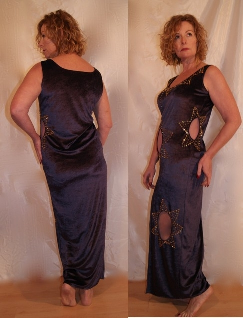 Oriëntaalse feestjurk  van zijdezacht PAARS fluweel met navel- been- en taille-doorkijkje versierd met GOUD -  38 - 44 - Soft velvet PURPLE GOLD Oriental party dress with see throughs for belly, leg and hip