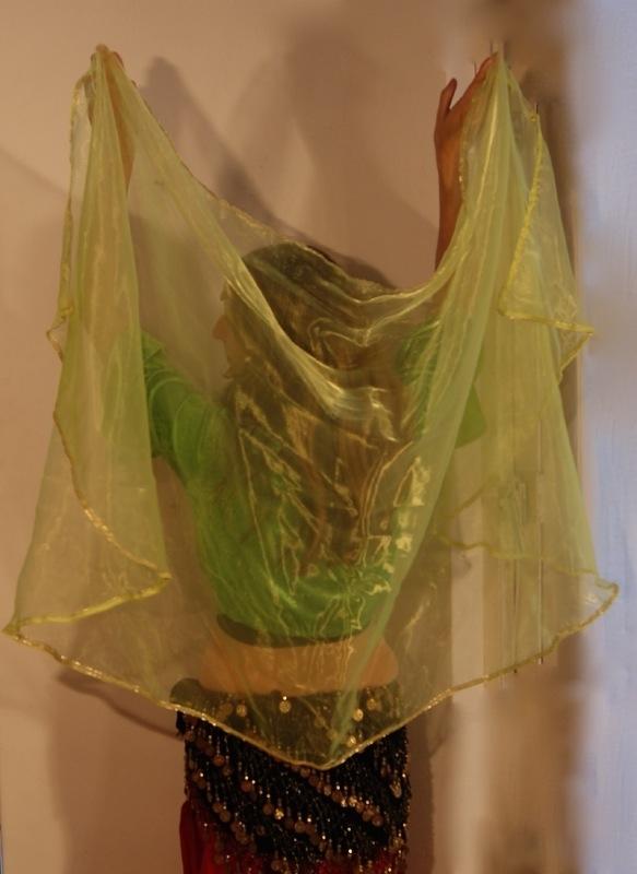 Sluier halfrond fluo groen-GEEL met lichtgouden band - Halfcircle veil fluorescent greenish YELLOW soft-golden band rimmed