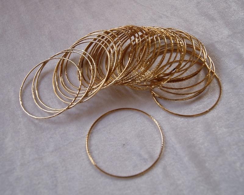 Setje van 10 Prinsessen Armbanden voor meisjes GOLD kleurig per 10 stuks, diameter 5,5 cm - Set of 10 bracelets Boho princess bracelet GOLD color girls diameter 5,5 cm