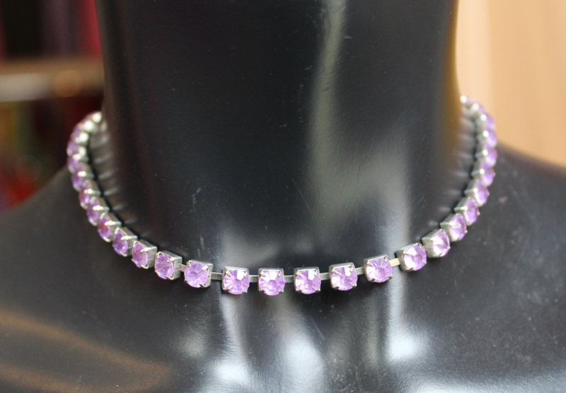 Halssnoer strass only basic PAARS in zilver gevat - Necklace strass only PURPLE, inlayed in silver