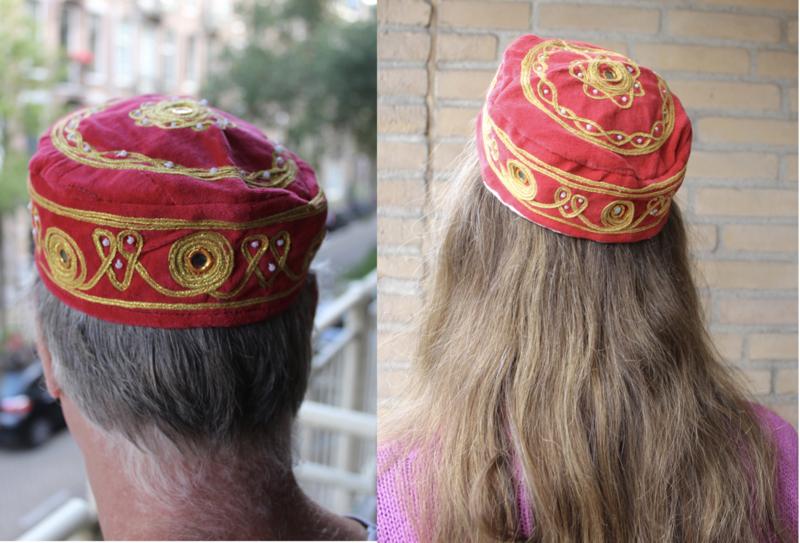 Rond hoofddeksel voor heren / jongens / dames ROOD met GOUD borduursel -  Small - Harem head gear men / boys RED, GOLD embroidered