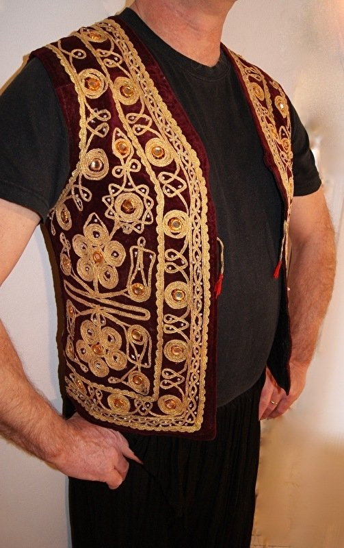 Fluwelen gilet Heren spiegeltjes mouwloos model BORDEAUX DONKERROOD met gouden band krullen borduursel - S Small / M Medium - Men's Waistcoat WINERED VERY / DARK RED / BURGUNDY velvet with curly golden band embroidery and mirrors Gilet 1001 Nuits homme