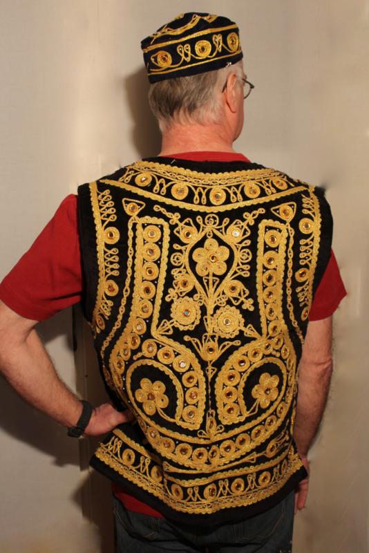 Luxe Fluwelen gilet Heren met spiegeltjes mouwloos model ZWART met gouden band krullen borduursel - S Small / M Medium - Men's Waistcoat BLACK velvet with curly golden band embroidery and mirrors - Gilet 1001 Nuits homme