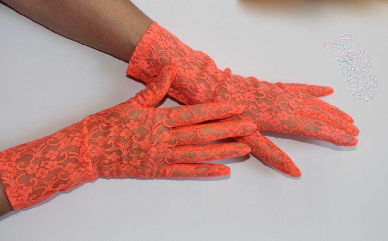 1 paar handschoenen  FLUO ORANJE kant transparant -  dames - lady - 1 pair of gloves FLUORESCENT ORANGE lace