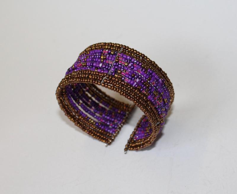Armband Ibiza hippie chic met mix kleuren kraaltjes PAARS met KOPER kleur - Ibiza hippy chick beaded bracelet with color mix PURPLE and BRASS color