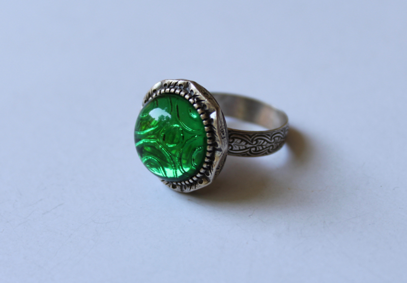 Ring verzilverd met ronde, HELDER GROENE transparante steen - one size - Ring SILVER plated with GREEN, round transparent stone