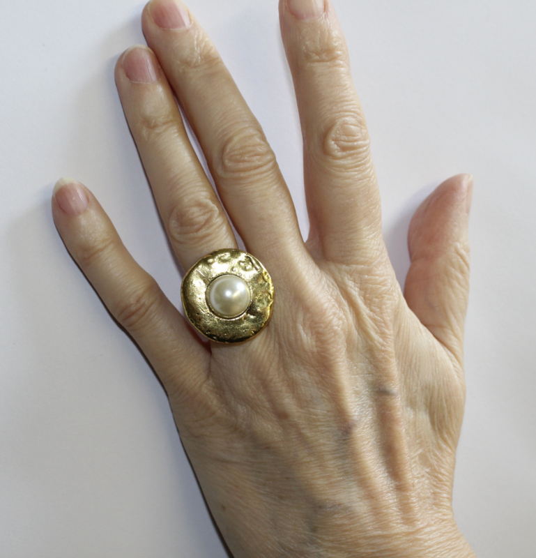 Ring met parel GOUD kleurig - one size adaptable - Ring with pearl GOLD color