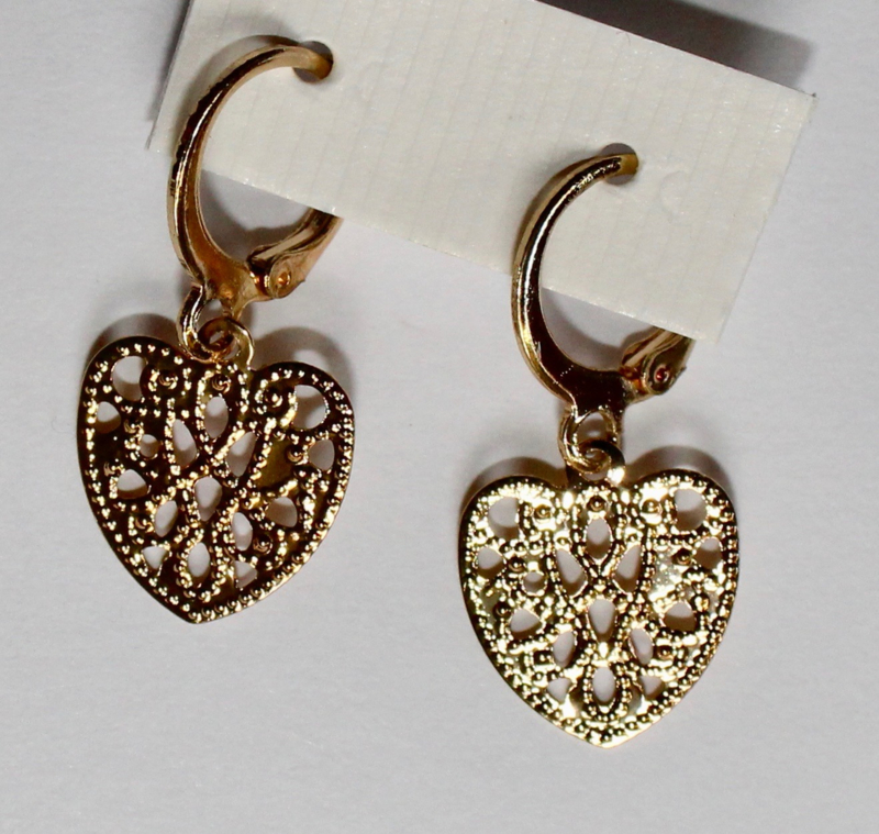 Hartjes oorbellen filigraan GOUD kleurig lichtgewicht - Hearts earrings filigree - Boucles d'oreilles filigrane
