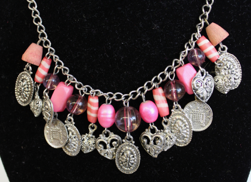 Fantasie halssnoer halsketting ZILVER, ROZE,  FEL ROSE, VIEUX ROSE met kralen, muntjes en hartjes - Fantasy 4 - Fantasy Necklace, chain, SILVER, shades of PINK  with coins, hearts and beads