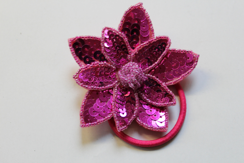 Pailletten applicatie 2 lagen relief FUCHSIA FEL ROZE / Broche - 8,5 cm diameter - Fully sequinned and beaded 2 layer  FUCHSIA PINK flower / Brooch