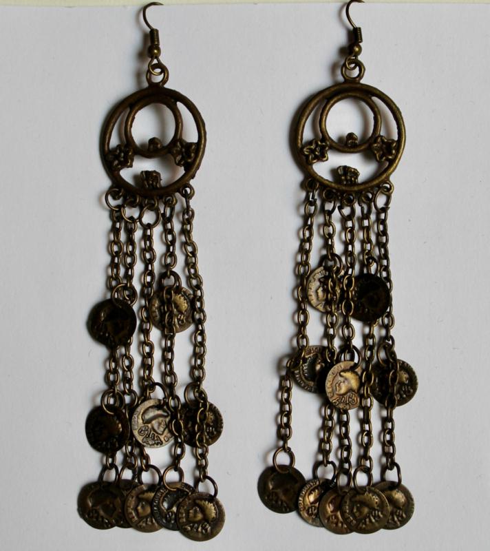 Gipsy Oorbellen met 2 ringen, versierd met kleine muntjes KOPER kleurig, 5 kettinkjes - 9,5 cm hoog - Gypsy1 - 9,5 cm high - Gypsy Earrings with small coins hanging down from 2 rings BRASS color, 5 chains