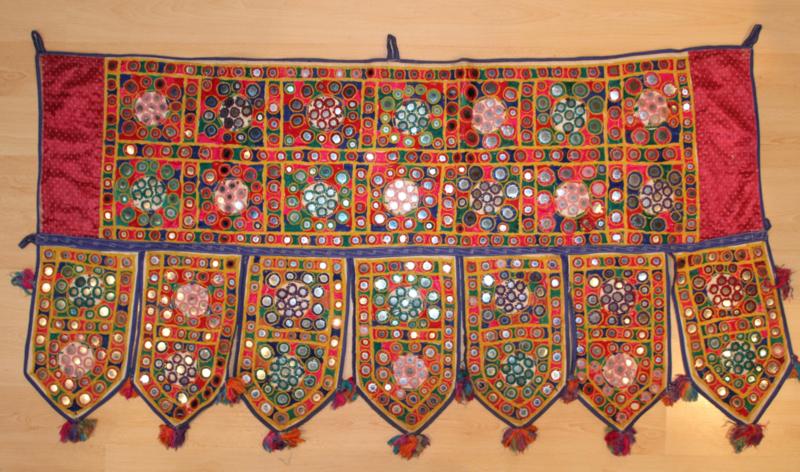 Gujarati Banjara vintage wandkleed deur- raam omlijsting decoratie India, Toran - Gujarati vintage door topper or Banjara window covering