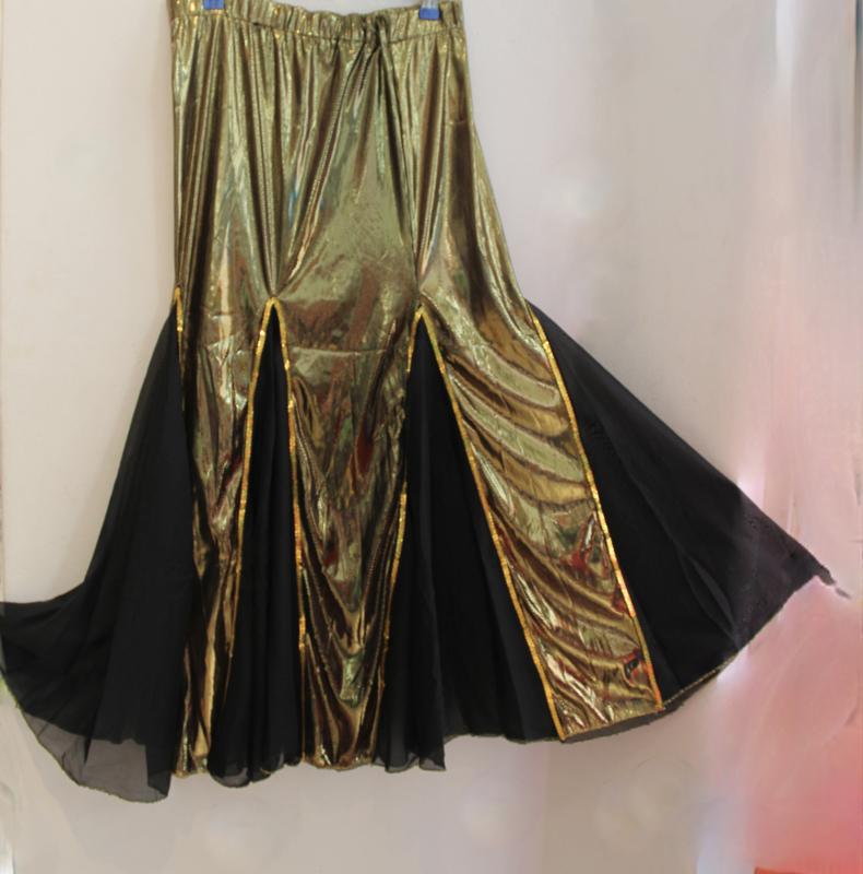 Glanzend gouden Buikdans rok GOUD met ZWARTE chiffon inzetten, zeemeermin model - Medium 38/40 - Mermaid skirt for oriental bellyance shiny GOLD, BLACK chiffon triangles.