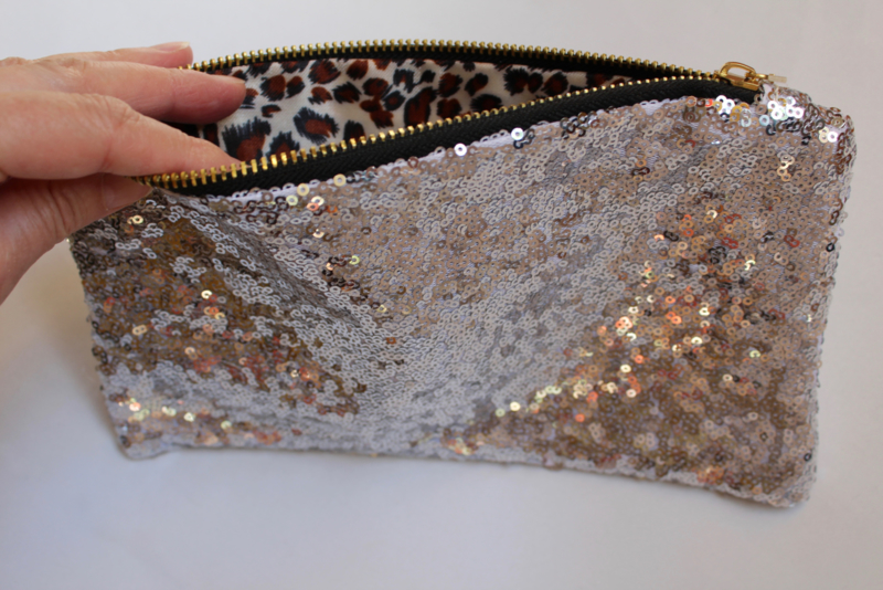 Glitter pailletten party tasje, make up tasje, toilettas met rits ZILVER - Fully sequinned glitter purse SILVER, with zipper for make up or party outfit